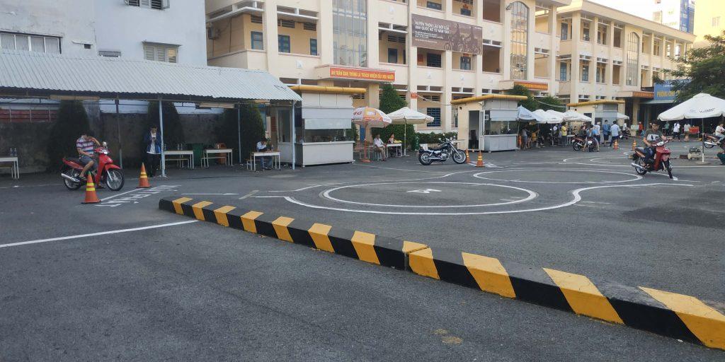 Thi bằng lái xe máy dễ hay khó?